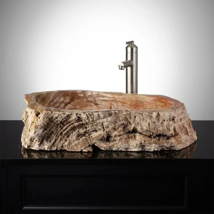 lavabo de baño con una base de madera
