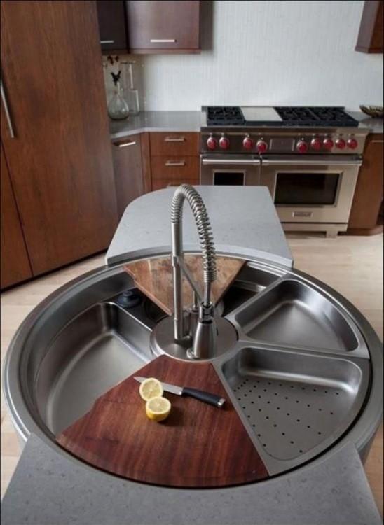 lavabo de cocina giratorio que incluye colador y tabla para picar
