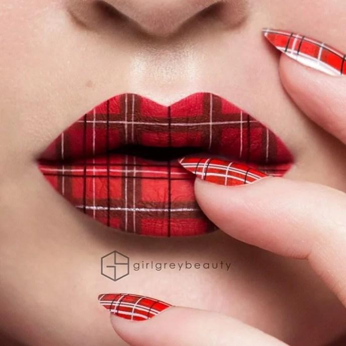lábios com um design quadriculado no vermelho