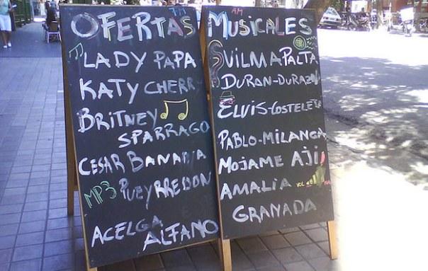 Anuncio de restaurant en la calle