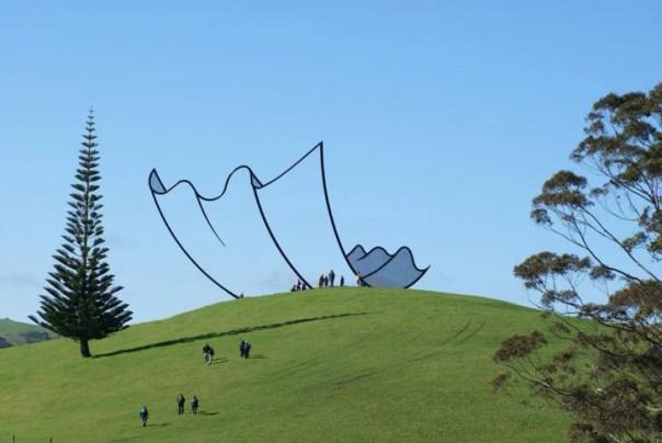 escultura que parece una caricatura
