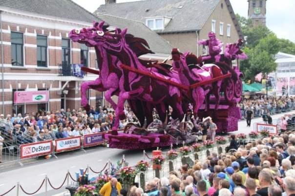 Gigantescas esculturas florales - carroza de caballos