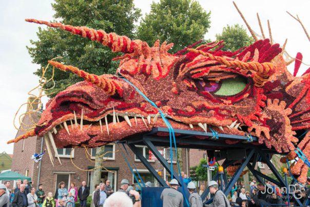 Gigantes esculturas florales - Rostro de un dragon