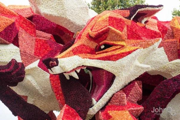 Gigantes esculturas florales - Zorro enojado