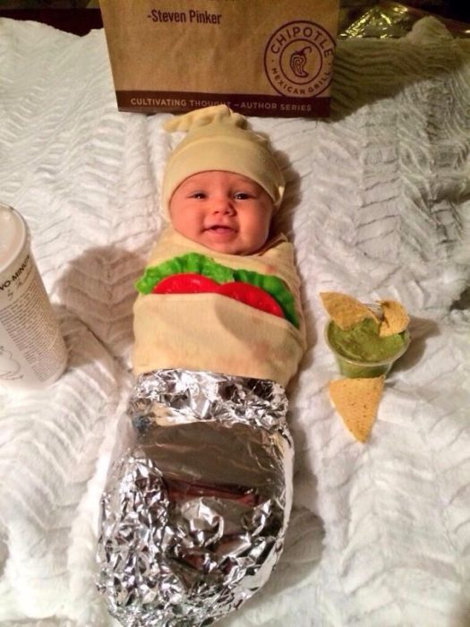 bebé disfrazado de taquito