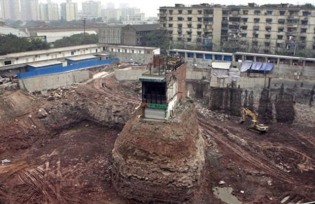 edificio en medio de la nada china