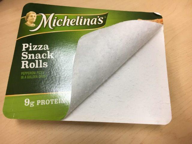 empaque de bocadillos de pizza mal abierto