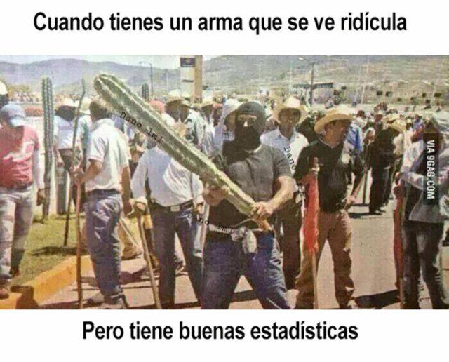 meme de hombre manteniendo un cactus