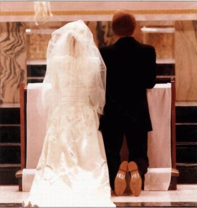 zapatos novio en el altar afirma help me