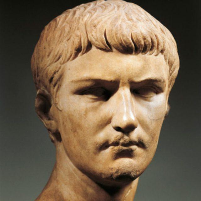 estatua de calígula