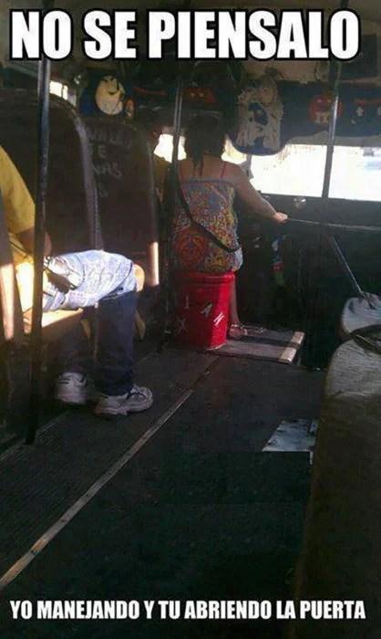 pareja en el autobús