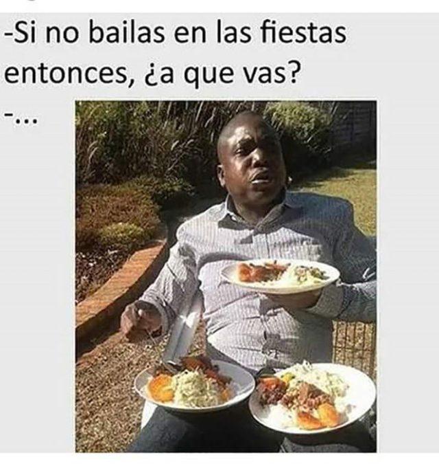 hombre de color con 3 platos de comida