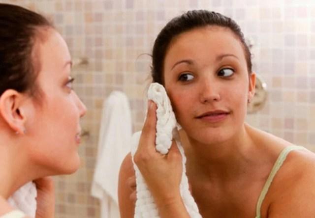 secarse el rostro