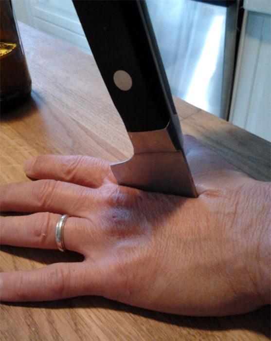 mamá cuchillo fotografía broma