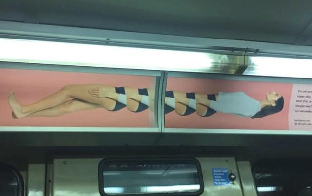 poster mal colocado en el metro