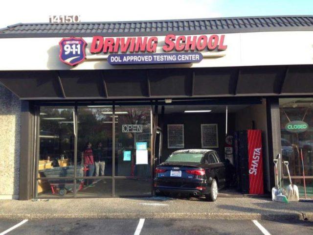 coche choca contra escuela de manejo
