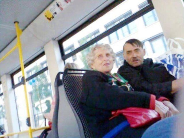 hitler en el transporte público