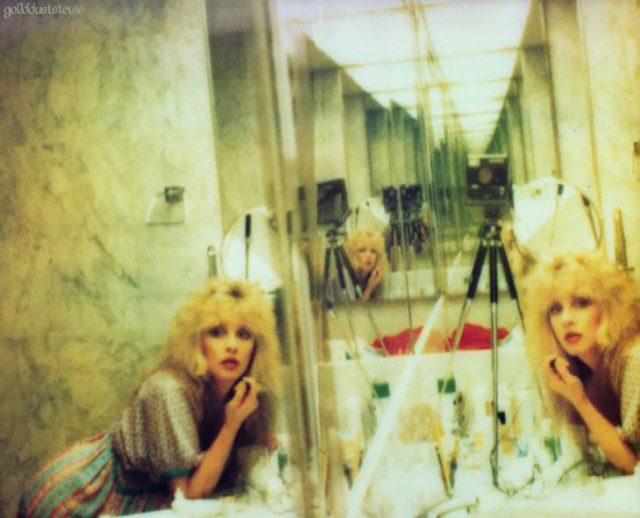 selfie en espéculos de steve nicks 1970's 1980's
