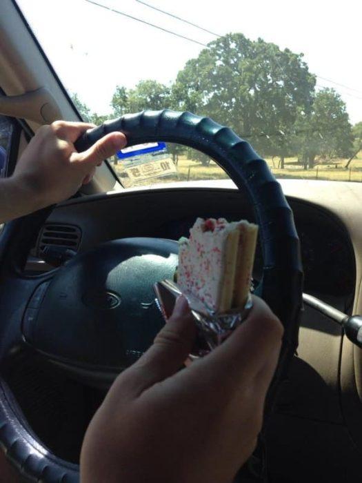 pop tart auto comiendo