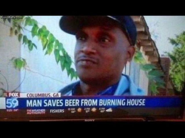 Noticiero: hombre salva cerveza de una casa que se incendiaba