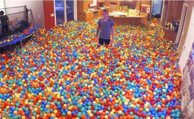 Inmensa alberca de pelotas