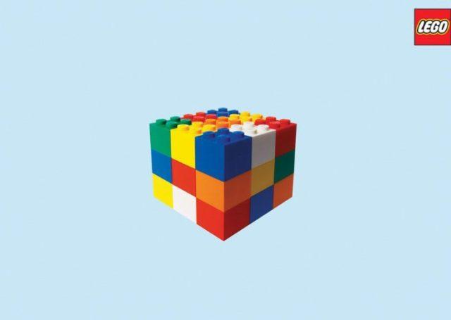 bloques de lego en constituye de cubo rubik