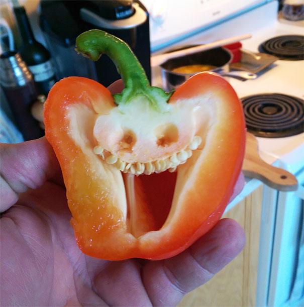 Un chile muy sonriente
