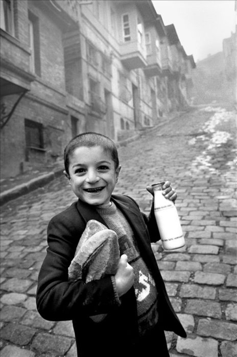 niño que adquirió leche y pan