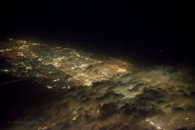 la urbe de Miami relativamente cubierta por nubes
