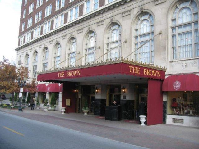 facha del hotel brown louisville