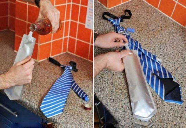 corbata con divido para bebidas