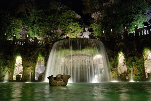 fuente ovalada en italia