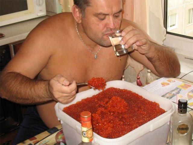 caviar vodka rusos hambriento