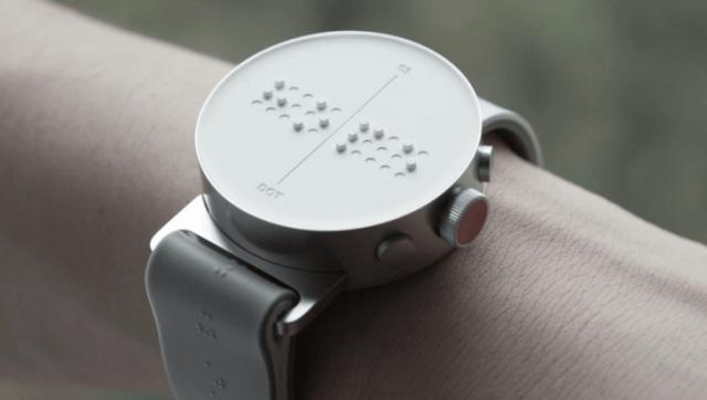 smartwatch con señales en braile para invidentes