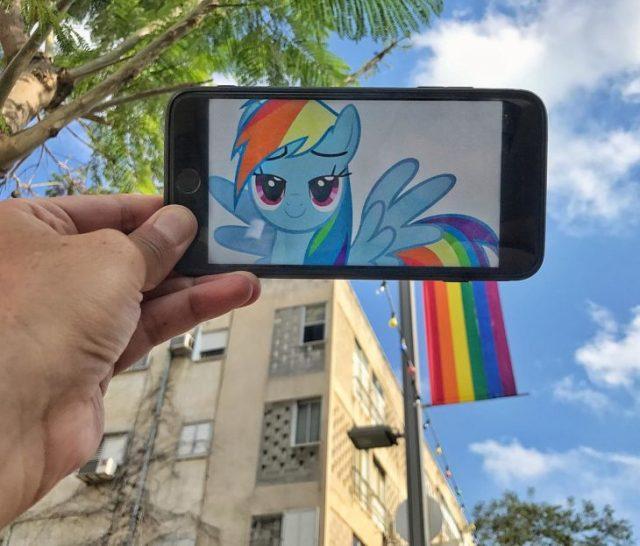 Unicornio cola bandera arcoiris