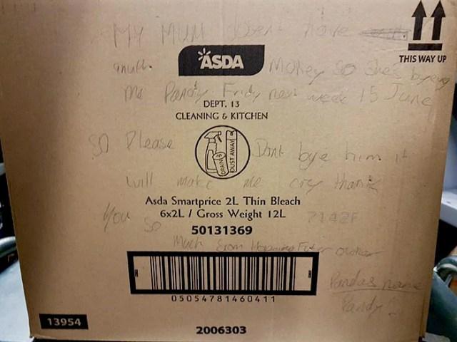 caja con escrito de un niño