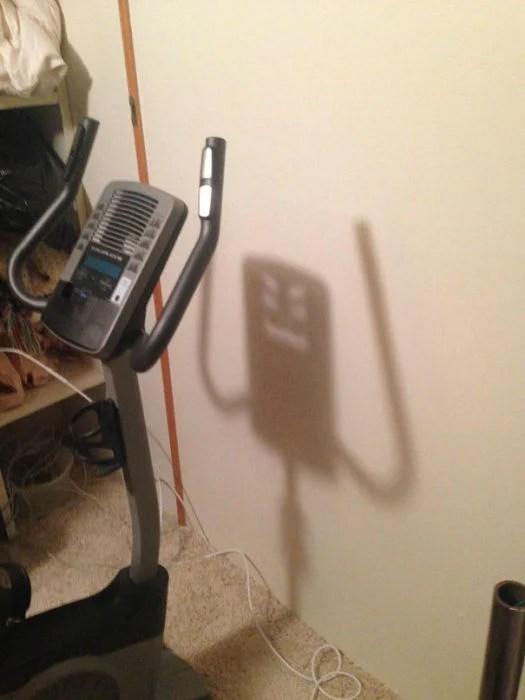 Caminadora sombra enojada