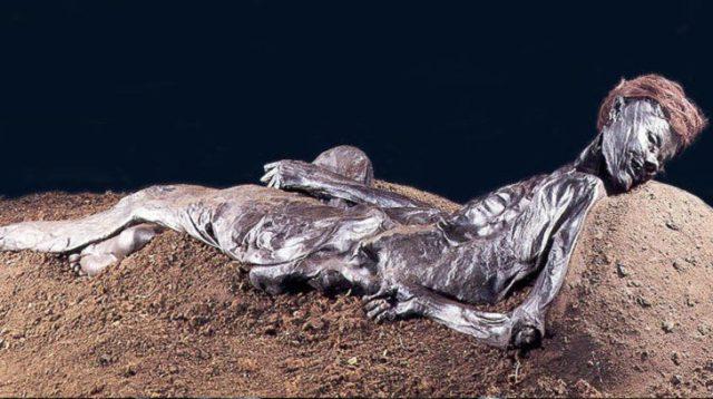 restos de un hombre momificado
