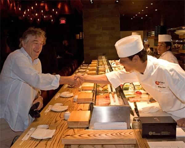 robert de niro saludando a un chef