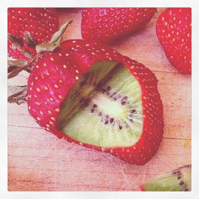 Fresa por fuese kiwi por dentro