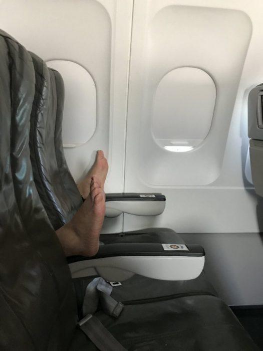 pies en el avión
