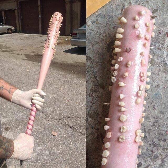 bat con dientes