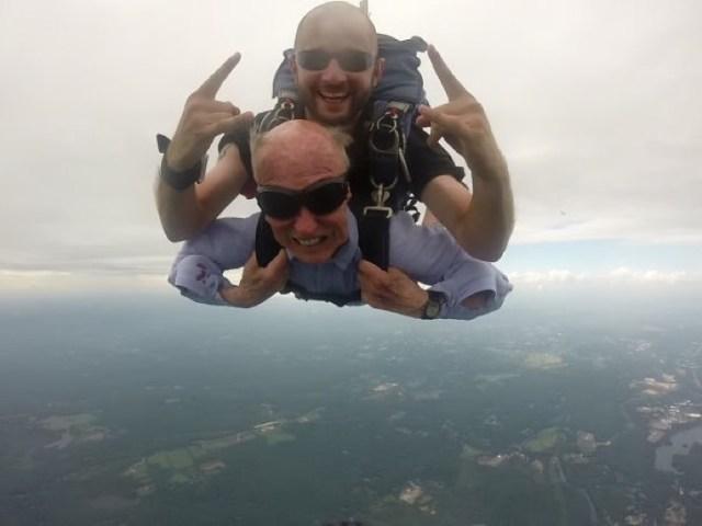 Saltando del paracaidas