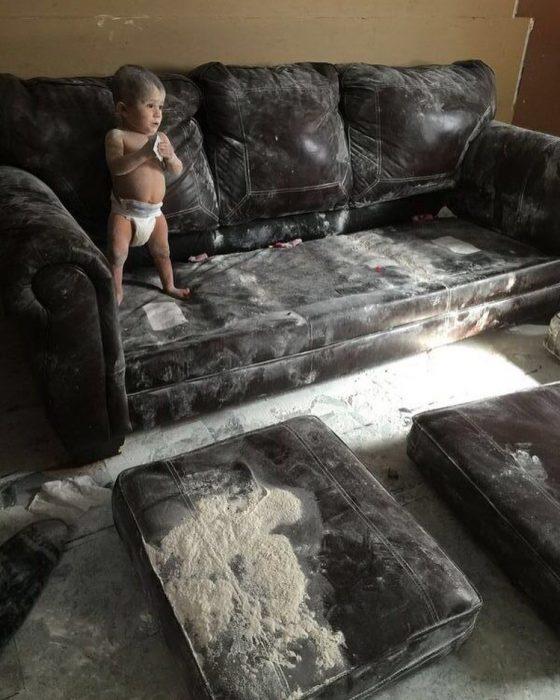 niño polvo sillón