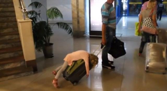 Viajar es cansado y ella lo sabe muy bien