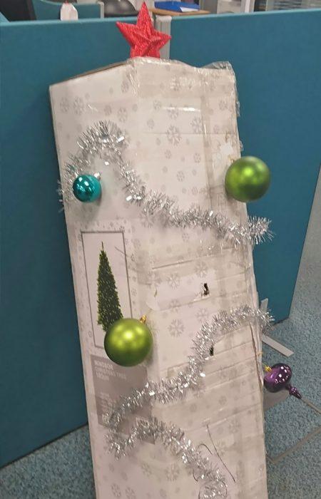 árbol en caja decorado
