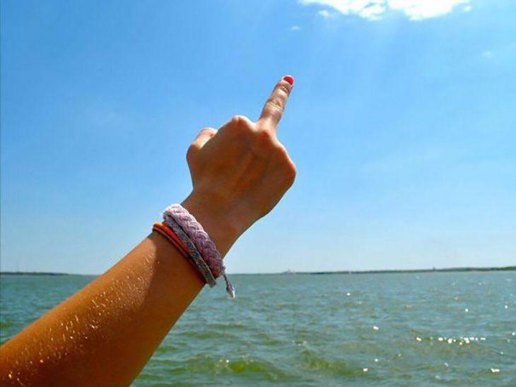 dedo parado, playa