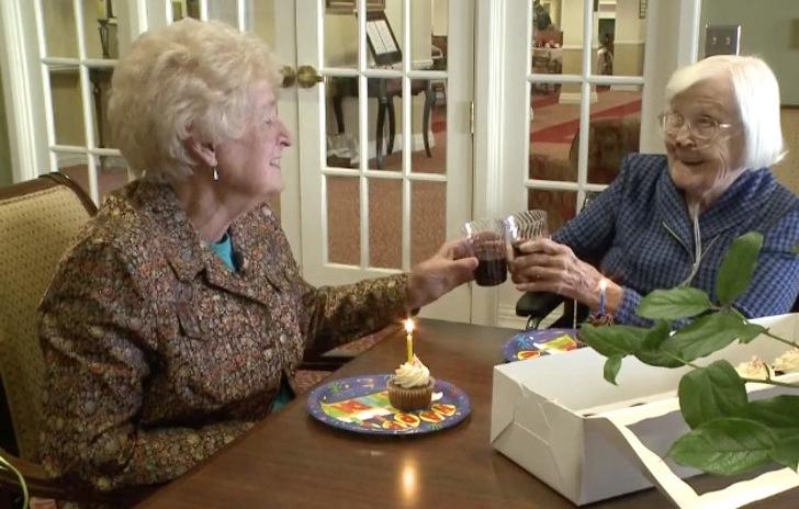 Ancianas cumplen más de 80 años de amistad