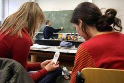 europa-estudia-prohibir-moviles-wi-fi-colegio-L-0rqhr5