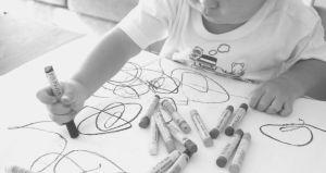 Este robot enseña a los niños a escribir o dibujar